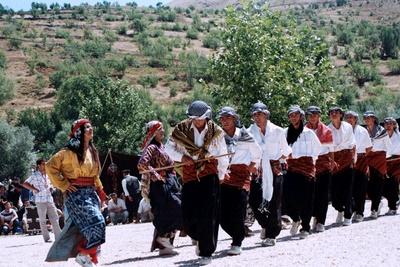 la danse du loup et des moutons - Bulam 9 août 2009. photo anne guezengar