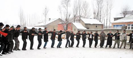 mariage sous la neige à Yuksekova