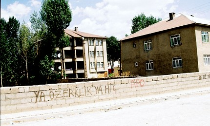 graffiti à Yüksekova (photo anne guezengar)