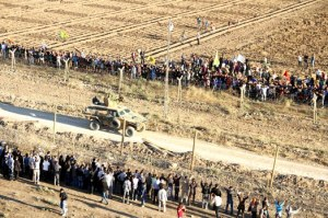 Province d'Urfa. Manifestation de solidarité sur la frontière  avec Kobane