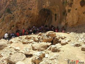 Yézidis réfugiés dans la montagne image Ezidis presse